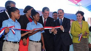Inaugura 5 escuelas