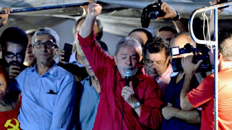 Miles apoyan a Lula