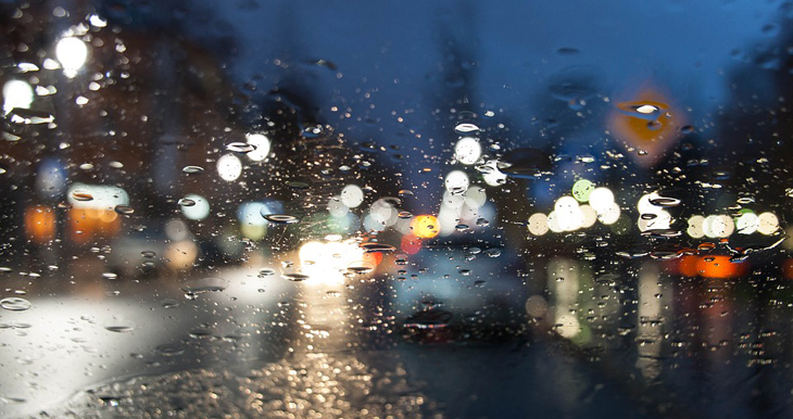 conducir mientras llueve