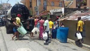 Camión vendiendo agua