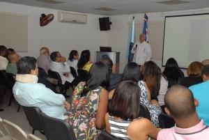 El doctor Rafael Jhonson, director clínico de la Fundación Fénix