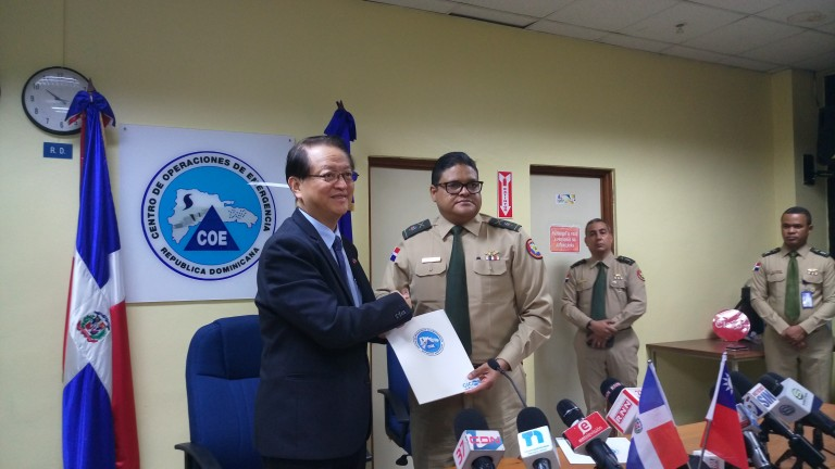 Taiwán dona 100 mil dólares al COE
