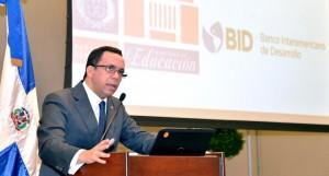 Navarro acuerda con el BID