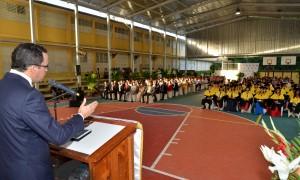 Navarro en graduación jóvenes