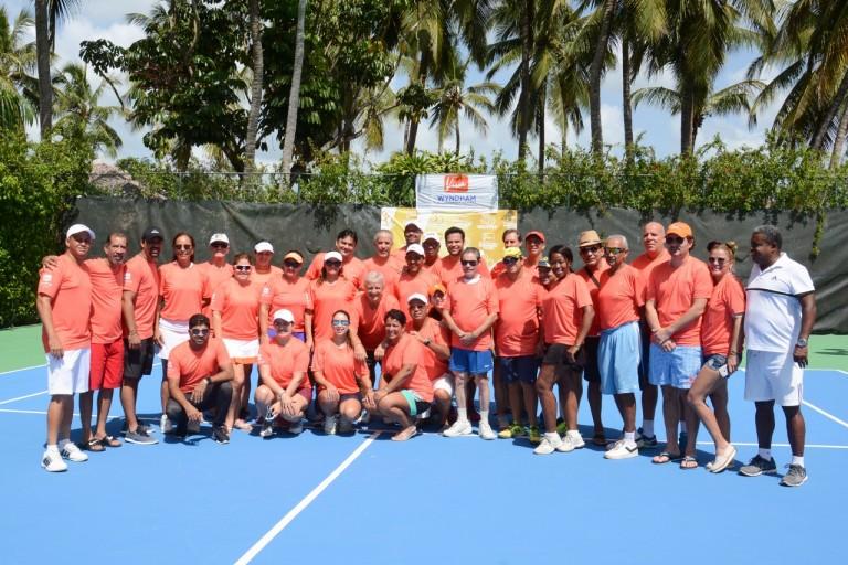 Celebran torneo de tennis