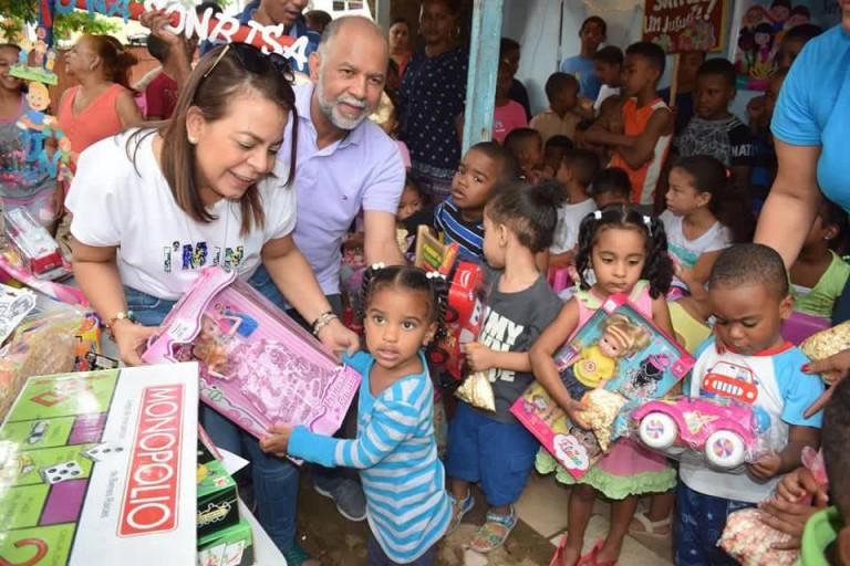 Hidalgo entrega juguetes