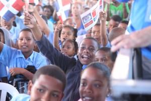 Medina entrega liceo en Cancino Adentro