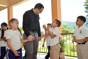 Navarro ratifica compromiso con la educación