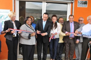 Promese inaugura farmacia en La Nueva Barquita