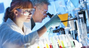 cientificos-laboratorio-istock