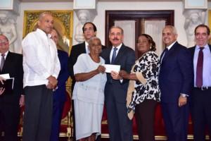 Medina entrega RD$211.8 MM a organizaciones rurales