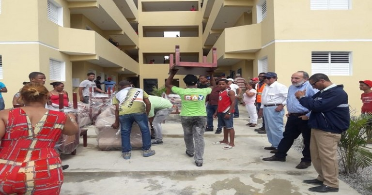 Entregan 32 apartamentos en Villa Liberación