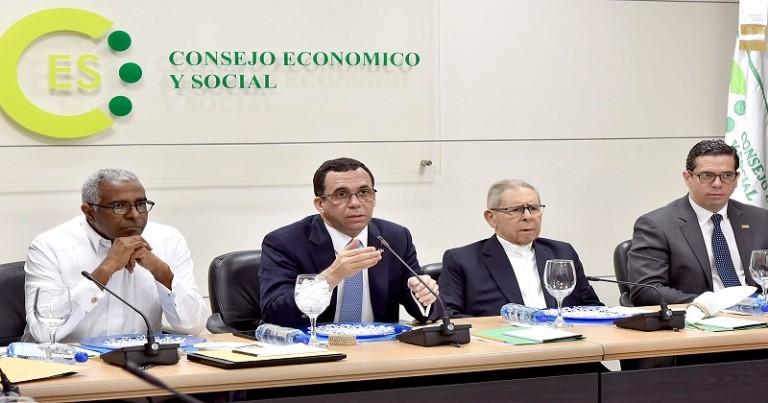 Andrés Navarro en reunión con el CES