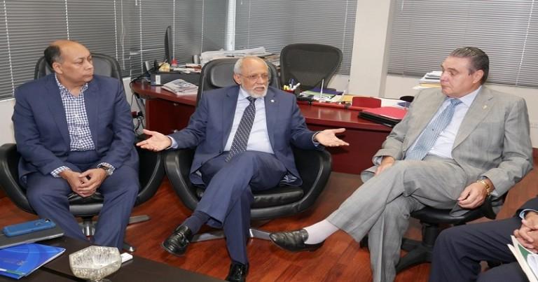 Comisión del Senado visita director Silsaril