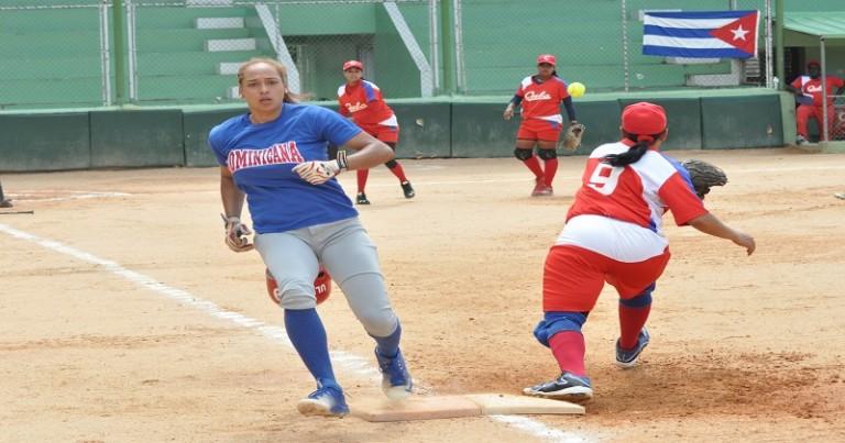 Juego fogueo softbol RD y Cuba