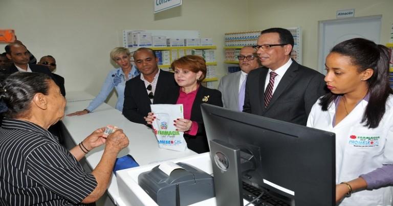 Promese inaugura tres farmacias en SJM