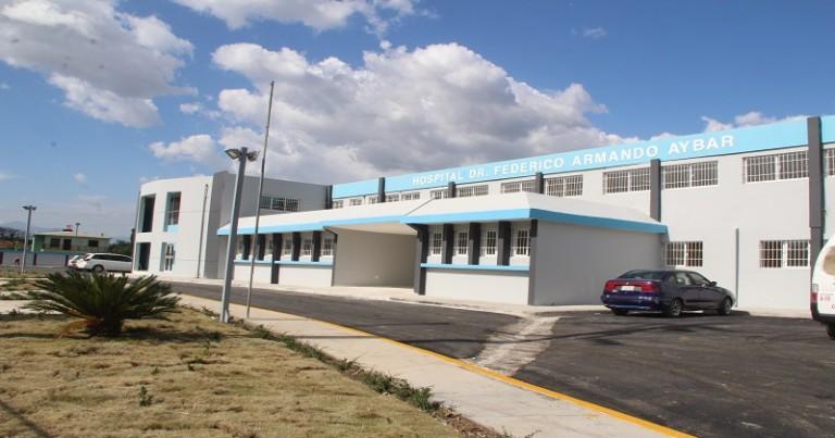 Medina entrega hospital LMF