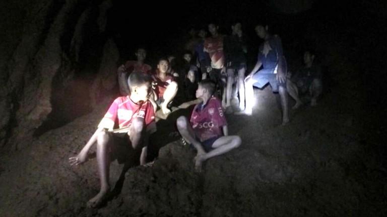 Niños en cueva Tailandia