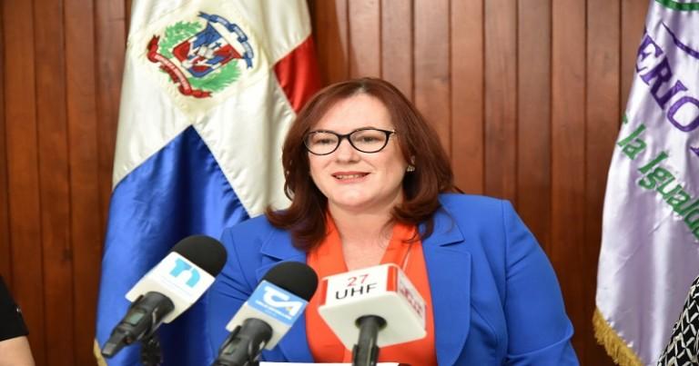 Yanet Camilo, ministra de la Mujer