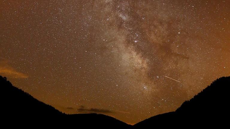La Vía Láctea se ve durante la lluvia de meteoros