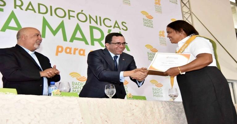 Navarro felicita estudiantes RSM