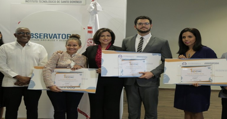 Vicepresidenta entrega premios investigación social