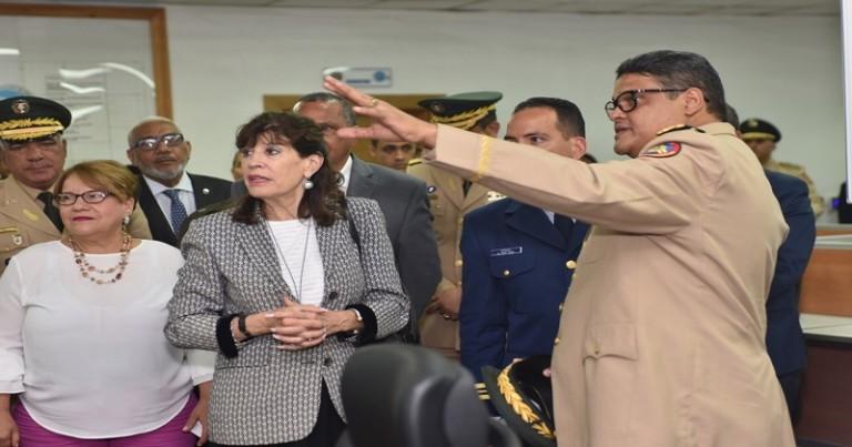 Embajadora EE.UU. visita el Coe