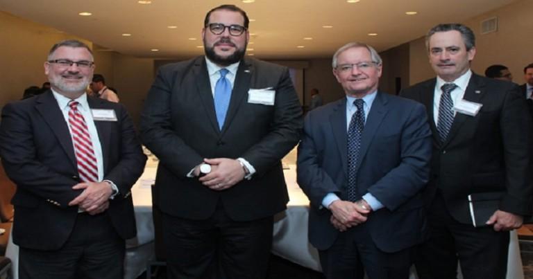 Víctor Gómez Casanova motiva empresarios de La Florida