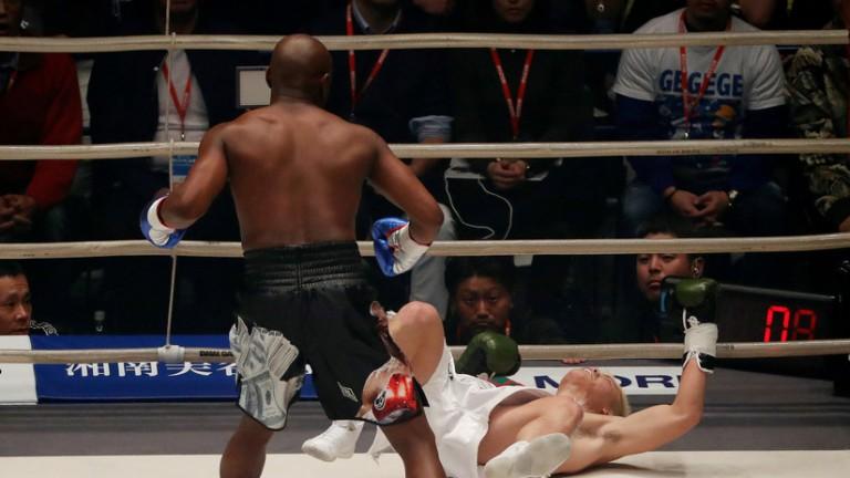 Luchador japonés noqueado por Mayweather