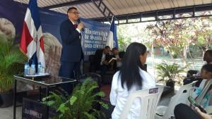 Ricardo Nieves dicta charla en La Romana