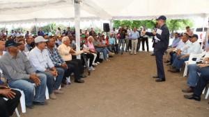 Danilo ofrece apoyo a ganaderos Pedro Corto