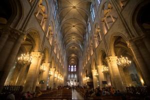 Interior de la catedral de Notre Dame de París