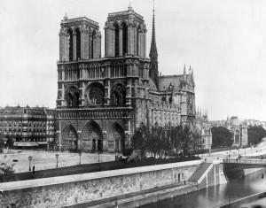 La catedral de Notre Dame de París en 1911