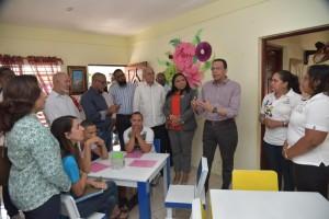 Peña Mirabal lleva soluciones escuelas Hermanas Mirabal