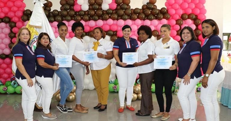 Escuela Laboral FARD gradúa 200 mujeres