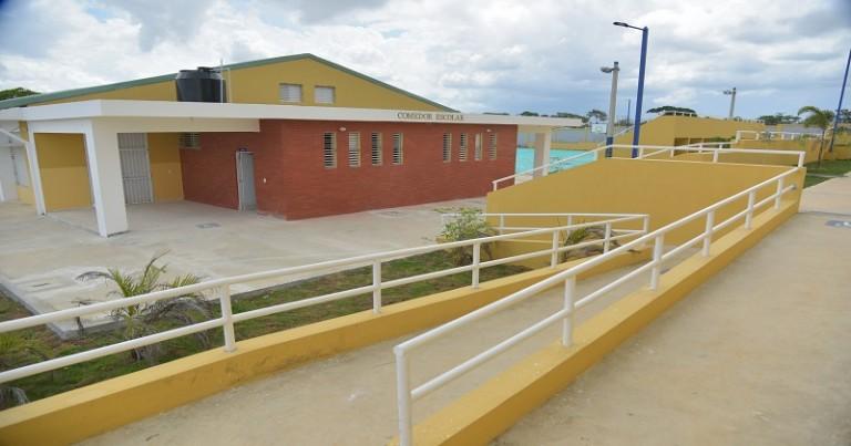 Medina entrega 4 escuelas en Higuey