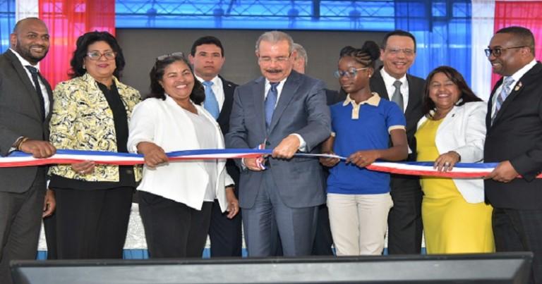 Medina entrega una escuela para 945 estudiantes en Villa Mella