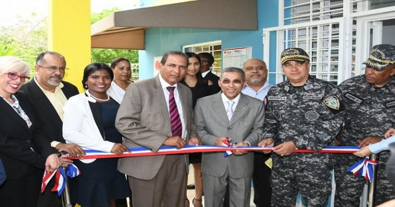 Promese inaugurana dos farmacias en La Romana