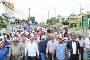 José Moya inscribe precandidartura a alcalde SDO