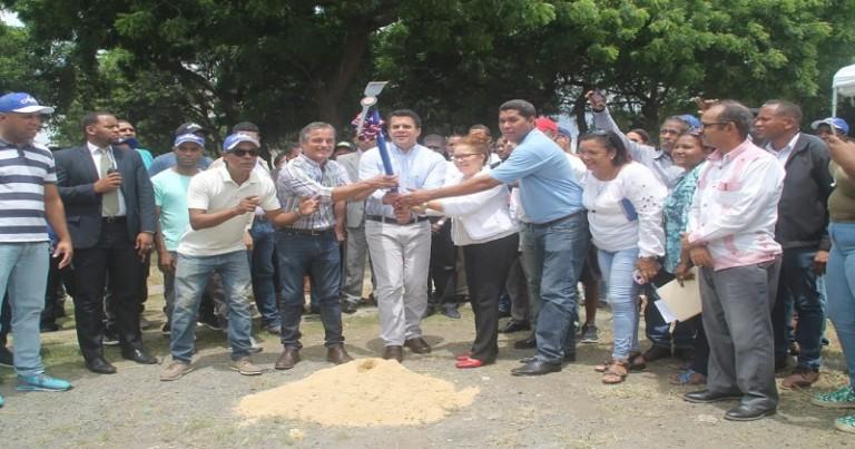 Collado inicia construcción parque en Los Ríos