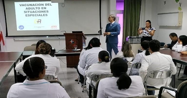 Conferencia sobre importancia vacunación
