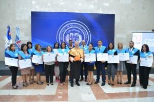 Educación gradúa 88 empleados en master comunicación