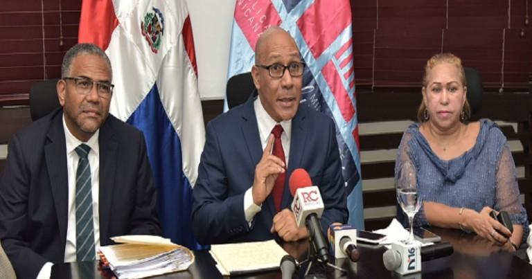 Henry Santos en rueda de prensa
