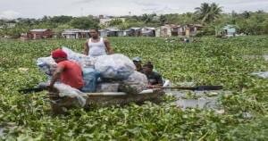 Voluntarios recogen plastico en ríos Ozama y Yaque del Norte