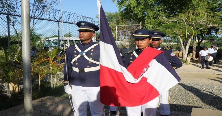 Izada de Bandera en la FARD