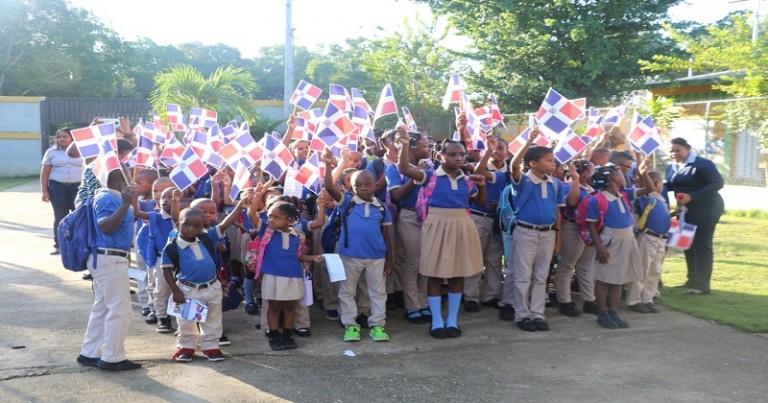 Izamiento de bandera escuela de Guerra