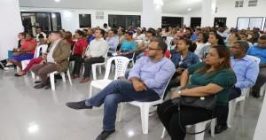 Participantes en charla FARD