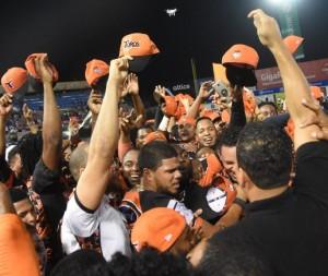 Jugadores de Los Toros celebran campenato