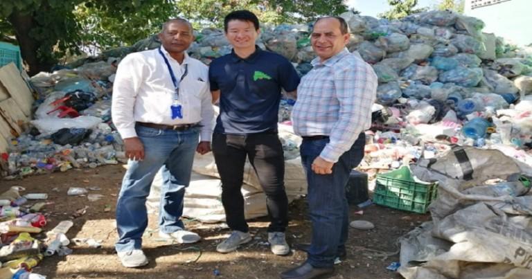 Yovany Moya visita recicladora