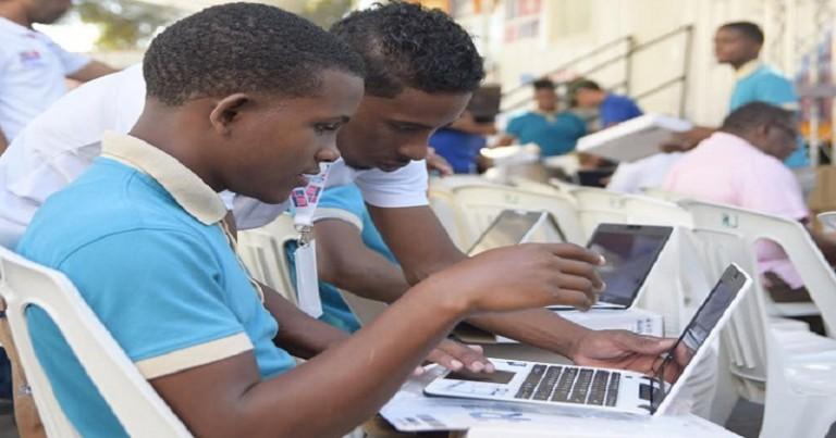 Educación entrega 8,313 notebooks en secundaria